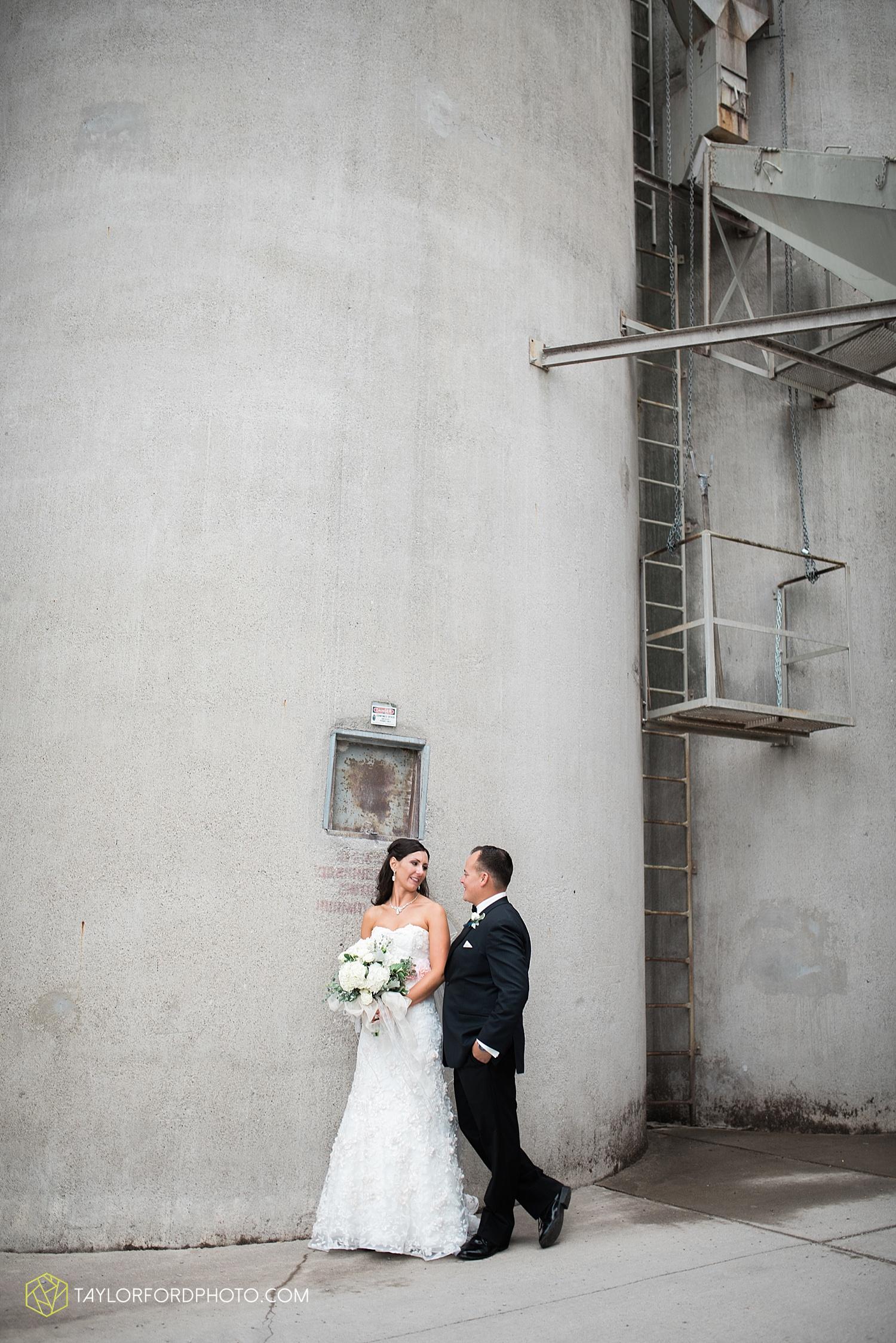 fort_wayne_indiana_wedding_photographer_taylor_ford_dupont_downs_0473.jpg