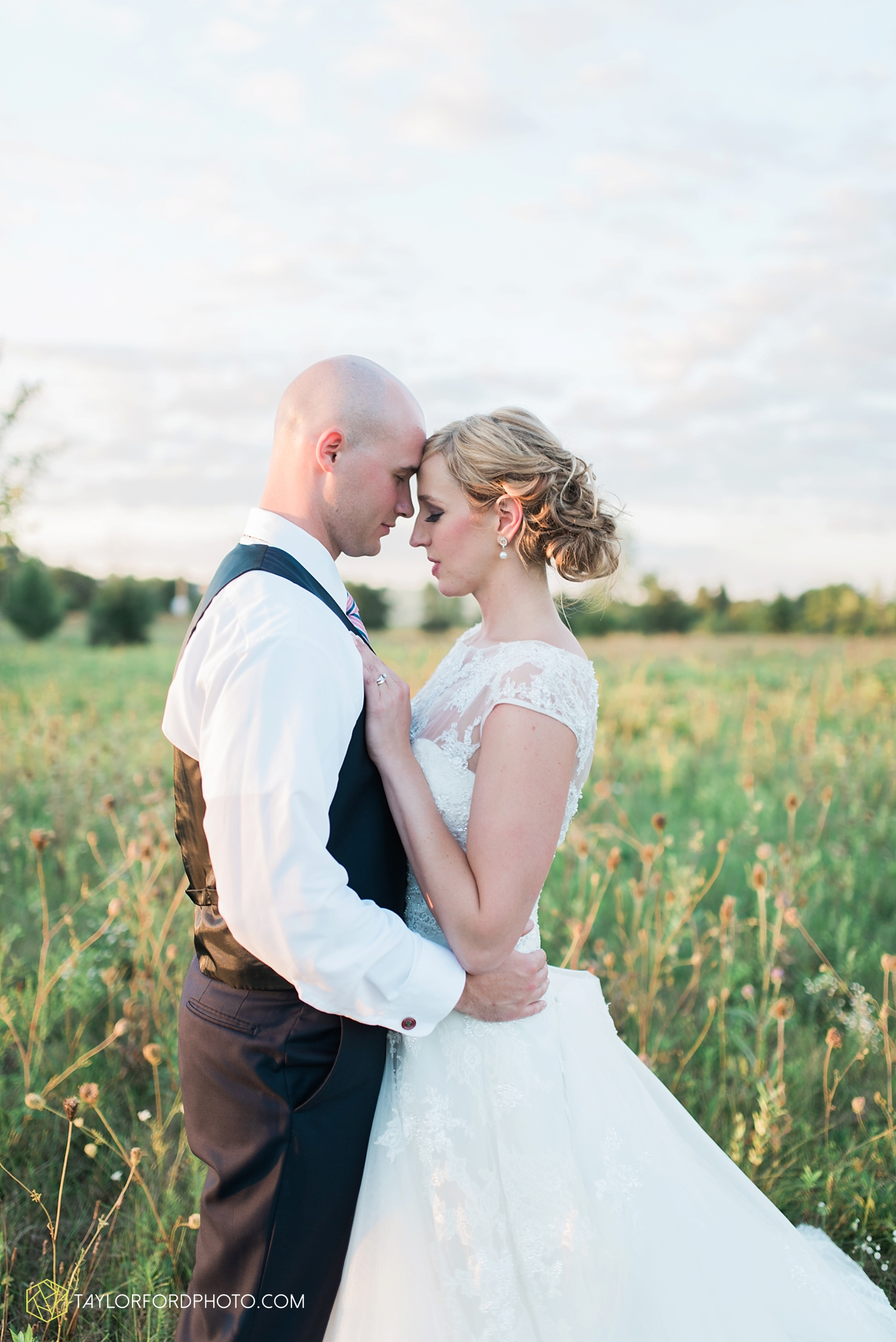 van_wert_ohio_fort_wayne_indiana__photographer_taylor_ford_nashville_tennessee_family_wedding_senior_cerutis_catering_2544.jpg
