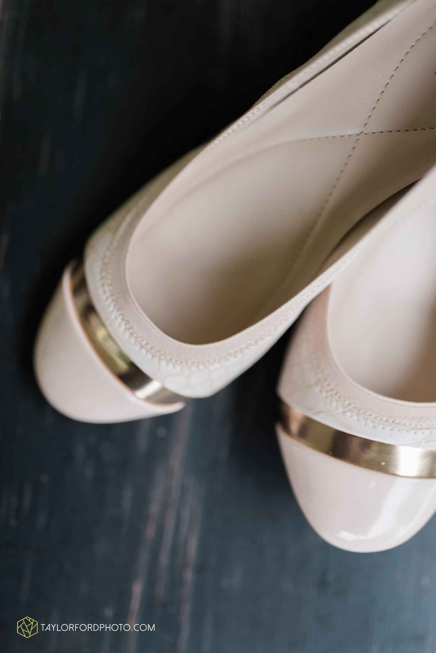 fort_wayne_indiana_van_wert_columbus_ohio_nashville_tennessee_photographer_taylor_ford_shoppes_at_old_mill_wedding_0640.jpg