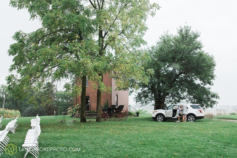 fort_wayne_indiana_van_wert_columbus_ohio_nashville_tennessee_photographer_taylor_ford_shoppes_at_old_mill_wedding_0649.jpg