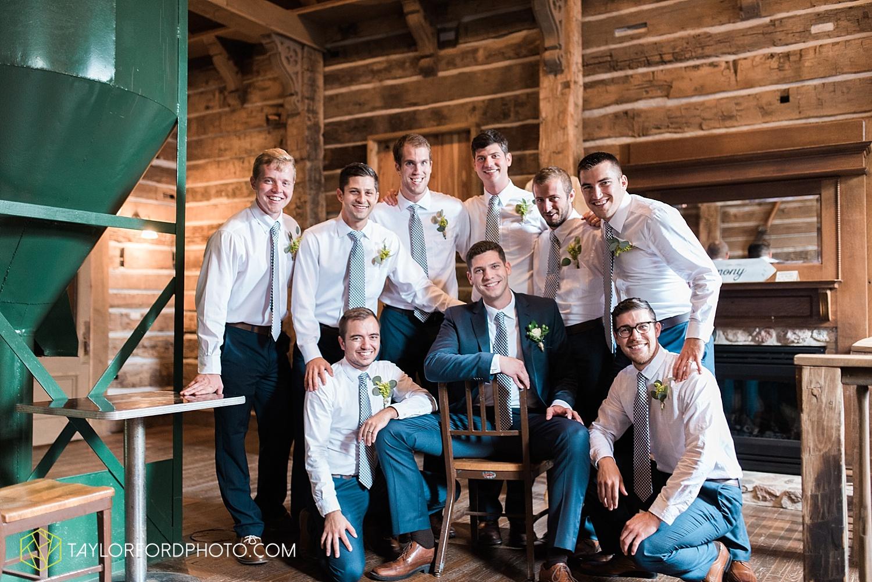 fort_wayne_indiana_van_wert_columbus_ohio_nashville_tennessee_photographer_taylor_ford_shoppes_at_old_mill_wedding_0651.jpg
