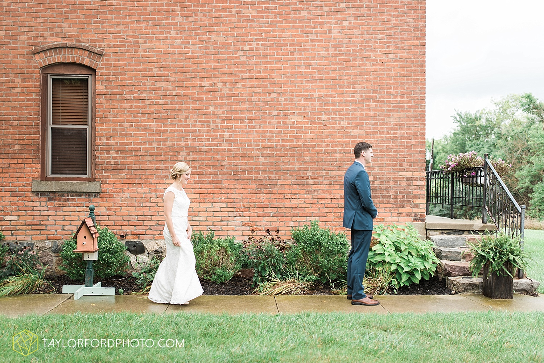 fort_wayne_indiana_van_wert_columbus_ohio_nashville_tennessee_photographer_taylor_ford_shoppes_at_old_mill_wedding_0653.jpg
