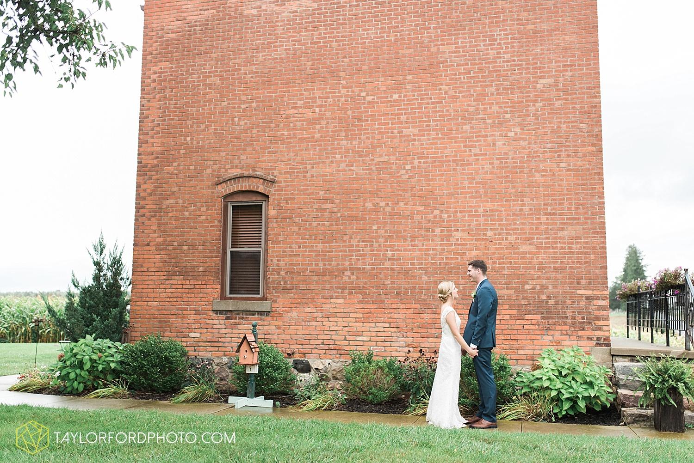 fort_wayne_indiana_van_wert_columbus_ohio_nashville_tennessee_photographer_taylor_ford_shoppes_at_old_mill_wedding_0654.jpg