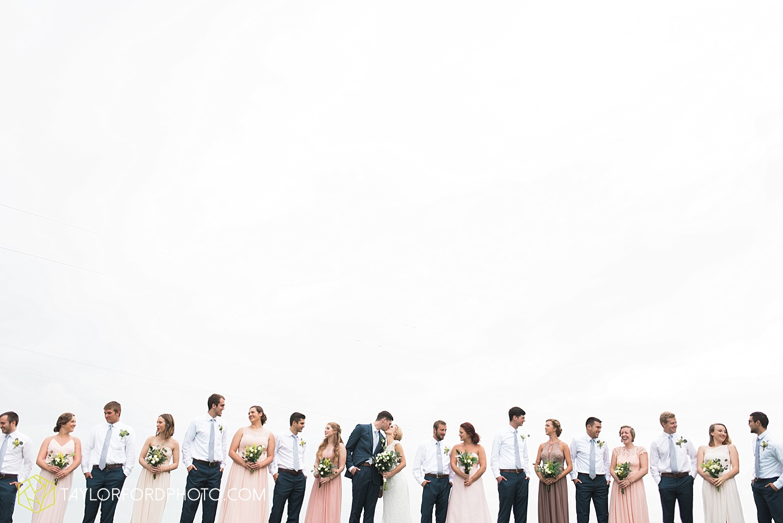 fort_wayne_indiana_van_wert_columbus_ohio_nashville_tennessee_photographer_taylor_ford_shoppes_at_old_mill_wedding_0659.jpg