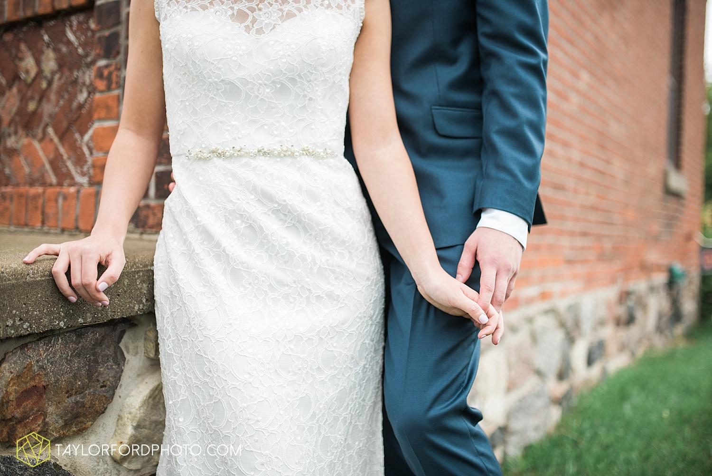 fort_wayne_indiana_van_wert_columbus_ohio_nashville_tennessee_photographer_taylor_ford_shoppes_at_old_mill_wedding_0658.jpg