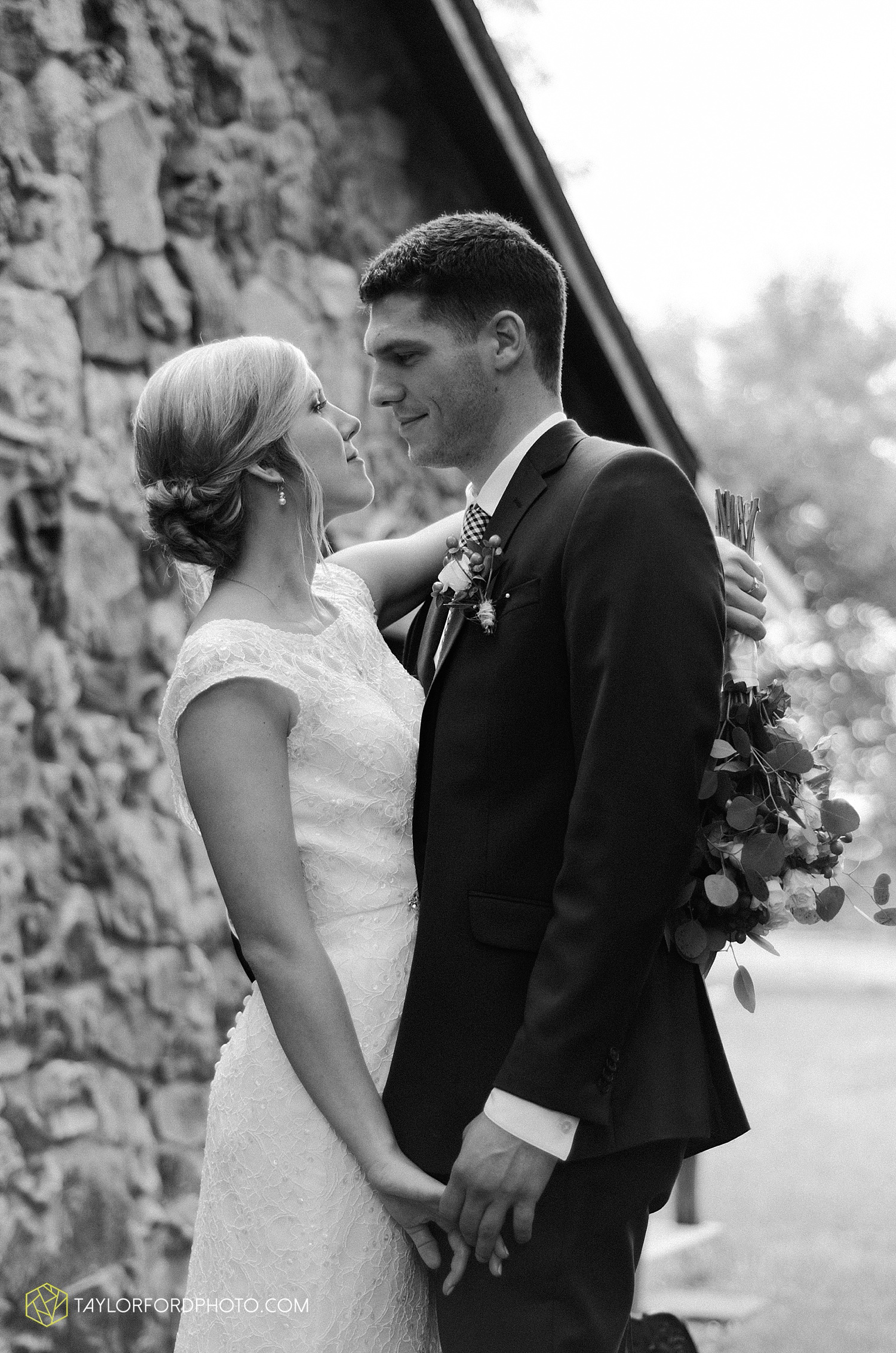 fort_wayne_indiana_van_wert_columbus_ohio_nashville_tennessee_photographer_taylor_ford_shoppes_at_old_mill_wedding_0718.jpg