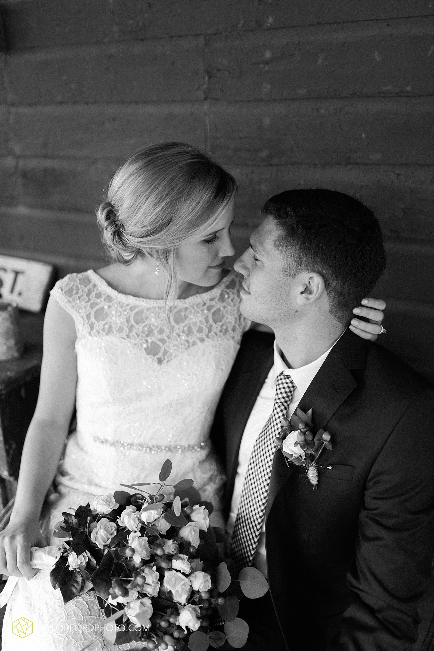 fort_wayne_indiana_van_wert_columbus_ohio_nashville_tennessee_photographer_taylor_ford_shoppes_at_old_mill_wedding_0717.jpg