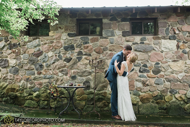 fort_wayne_indiana_van_wert_columbus_ohio_nashville_tennessee_photographer_taylor_ford_shoppes_at_old_mill_wedding_0719.jpg