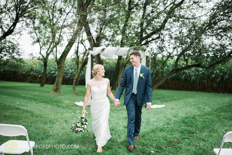 fort_wayne_indiana_van_wert_columbus_ohio_nashville_tennessee_photographer_taylor_ford_shoppes_at_old_mill_wedding_0722.jpg