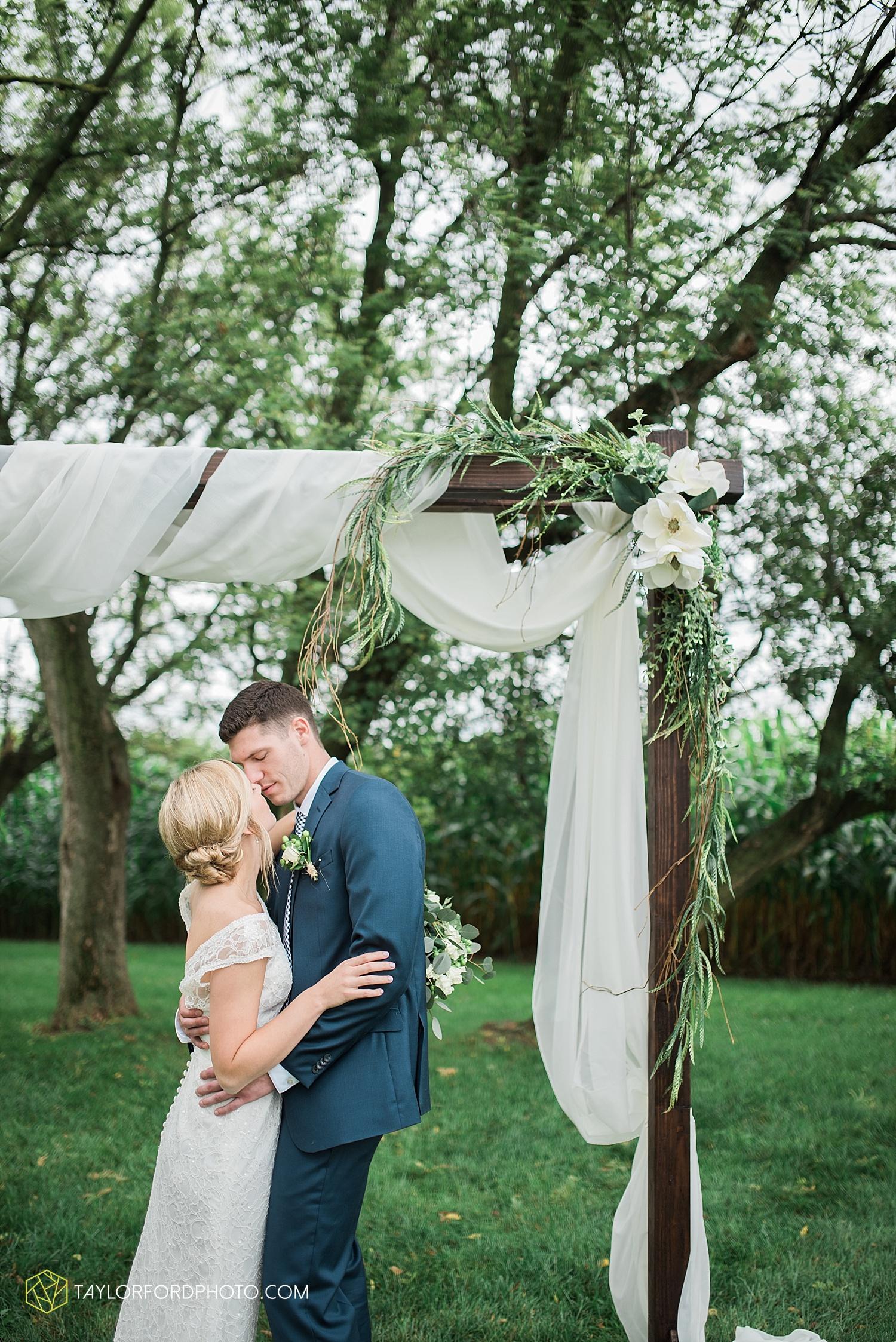 fort_wayne_indiana_van_wert_columbus_ohio_nashville_tennessee_photographer_taylor_ford_shoppes_at_old_mill_wedding_0721.jpg