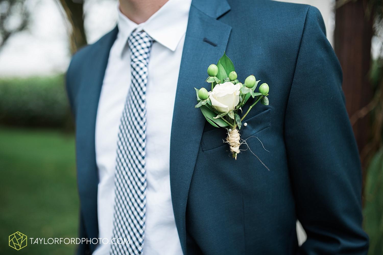 fort_wayne_indiana_van_wert_columbus_ohio_nashville_tennessee_photographer_taylor_ford_shoppes_at_old_mill_wedding_0724.jpg