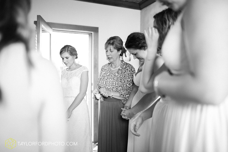 fort_wayne_indiana_van_wert_columbus_ohio_nashville_tennessee_photographer_taylor_ford_shoppes_at_old_mill_wedding_0725.jpg