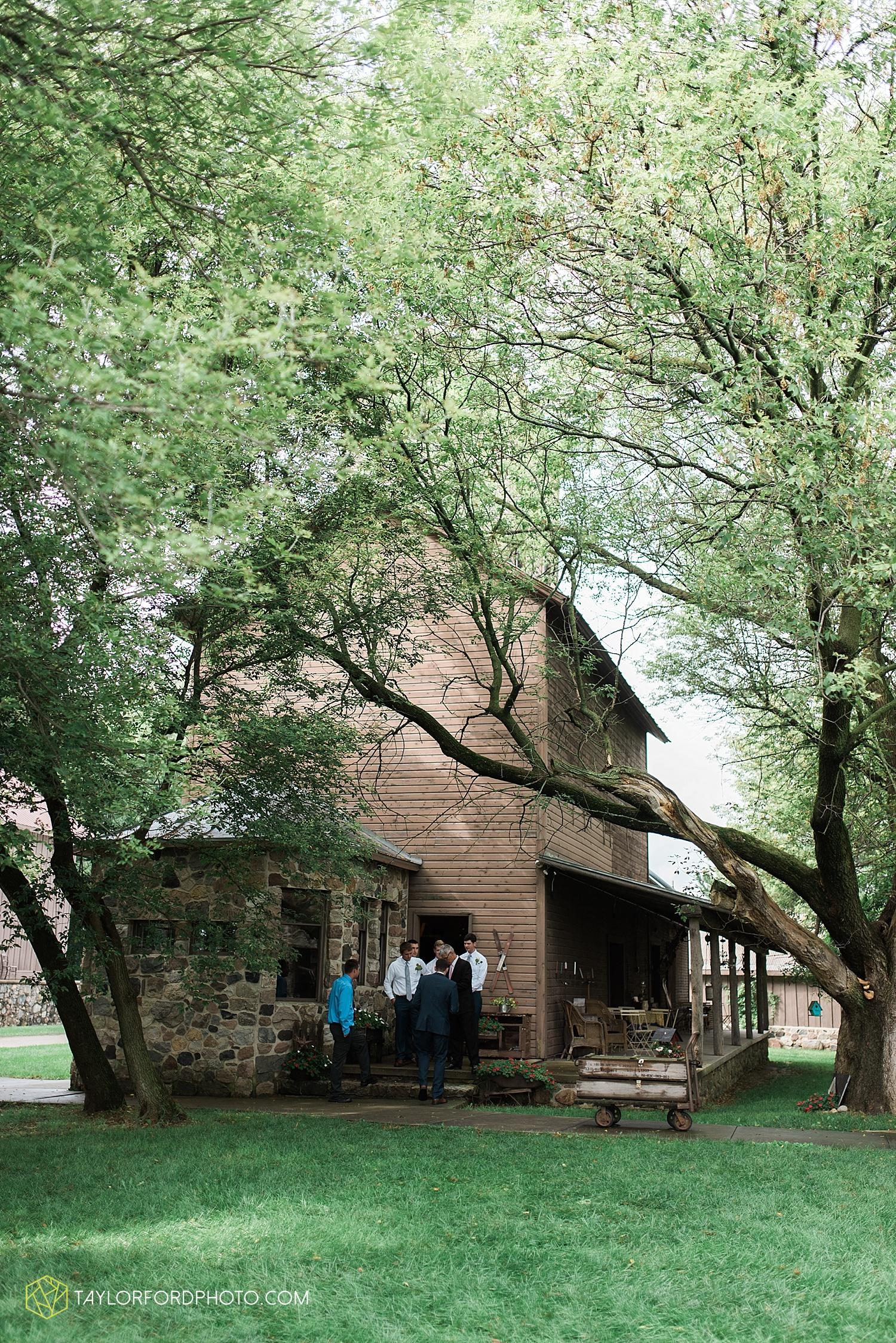 fort_wayne_indiana_van_wert_columbus_ohio_nashville_tennessee_photographer_taylor_ford_shoppes_at_old_mill_wedding_0727.jpg