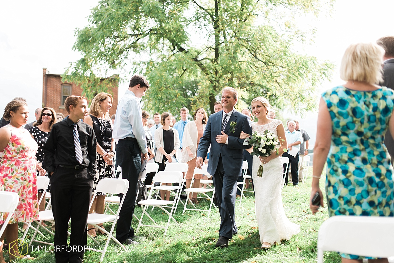 fort_wayne_indiana_van_wert_columbus_ohio_nashville_tennessee_photographer_taylor_ford_shoppes_at_old_mill_wedding_0729.jpg