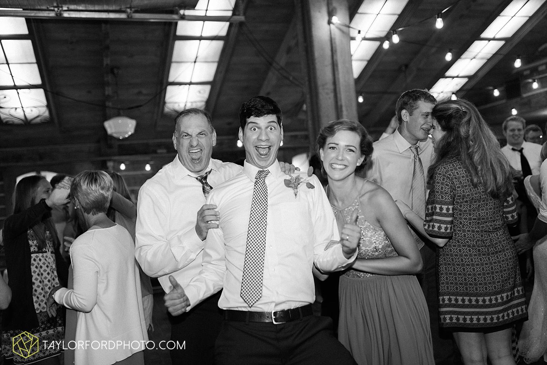 fort_wayne_indiana_van_wert_columbus_ohio_nashville_tennessee_photographer_taylor_ford_shoppes_at_old_mill_wedding_0749.jpg