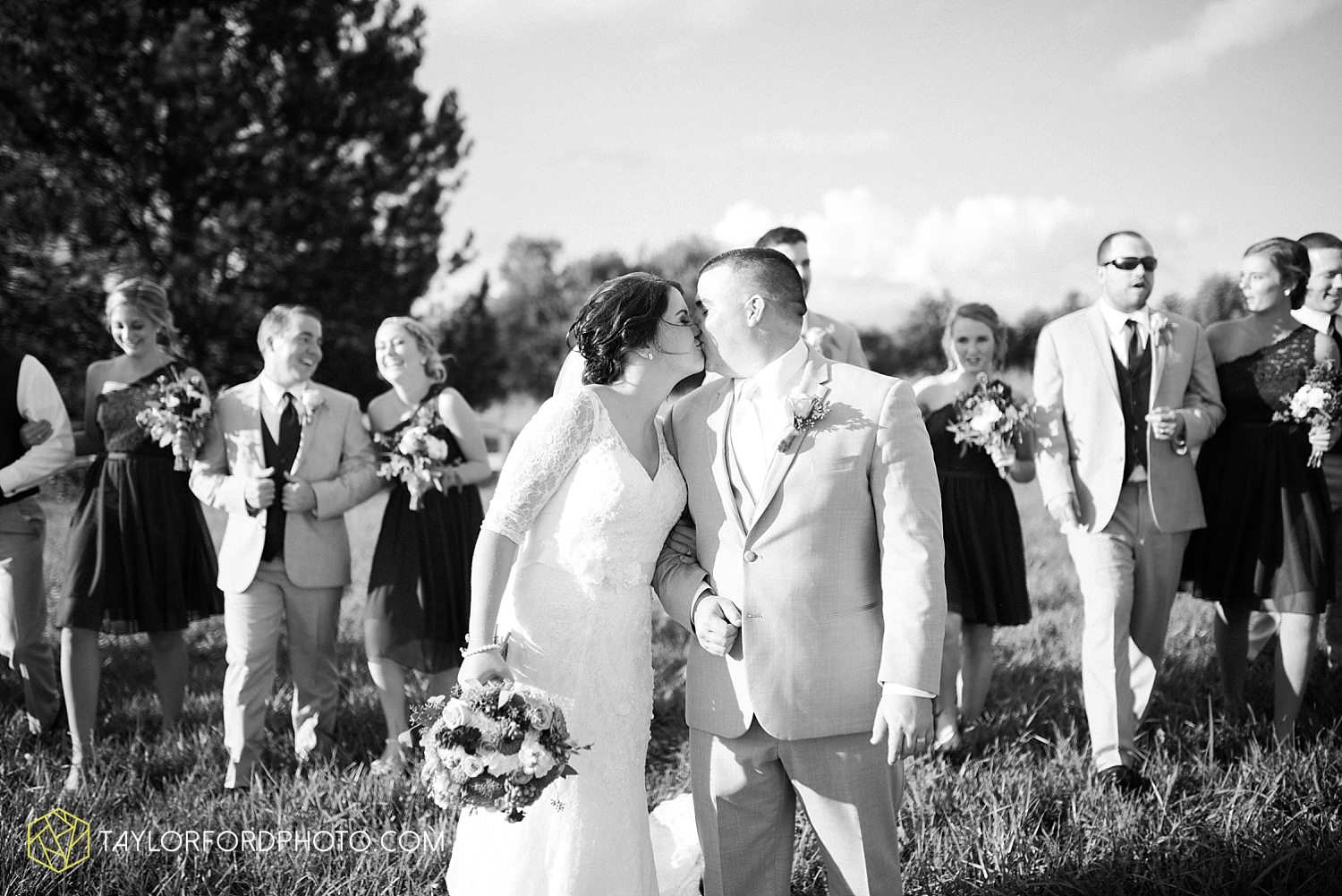 van_wert_ohio_fort_wayne_indiana_wedding_photographer_taylor_ford_cerutis_catering_2826.jpg
