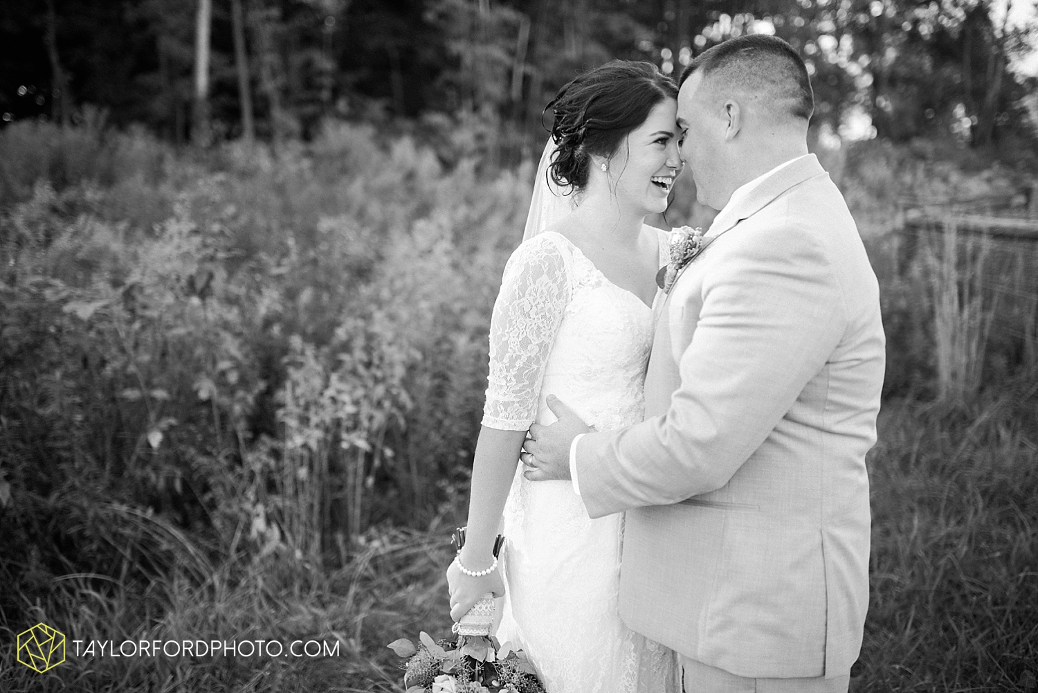 van_wert_ohio_fort_wayne_indiana_wedding_photographer_taylor_ford_cerutis_catering_2830.jpg