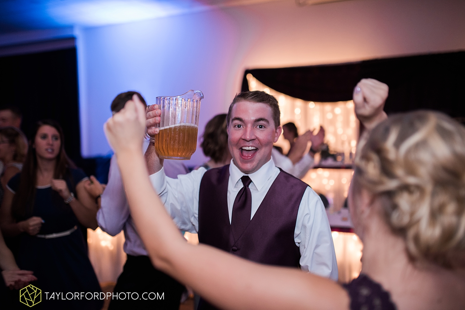 van_wert_ohio_fort_wayne_indiana_wedding_photographer_taylor_ford_cerutis_catering_2851.jpg