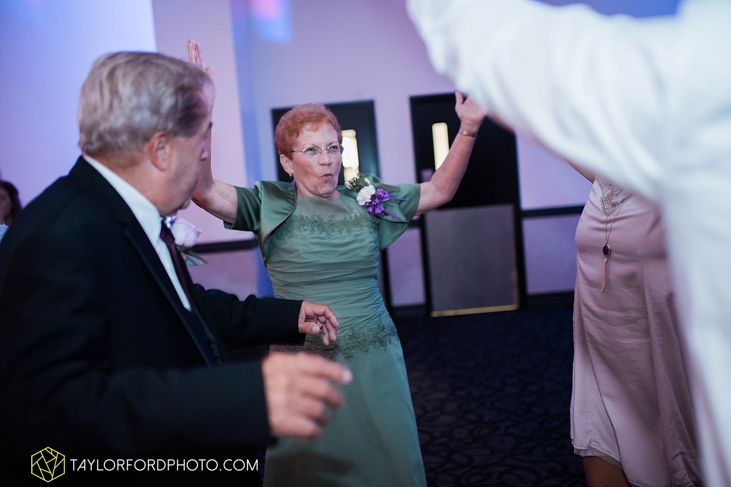van_wert_ohio_fort_wayne_indiana_wedding_photographer_taylor_ford_cerutis_catering_2852.jpg