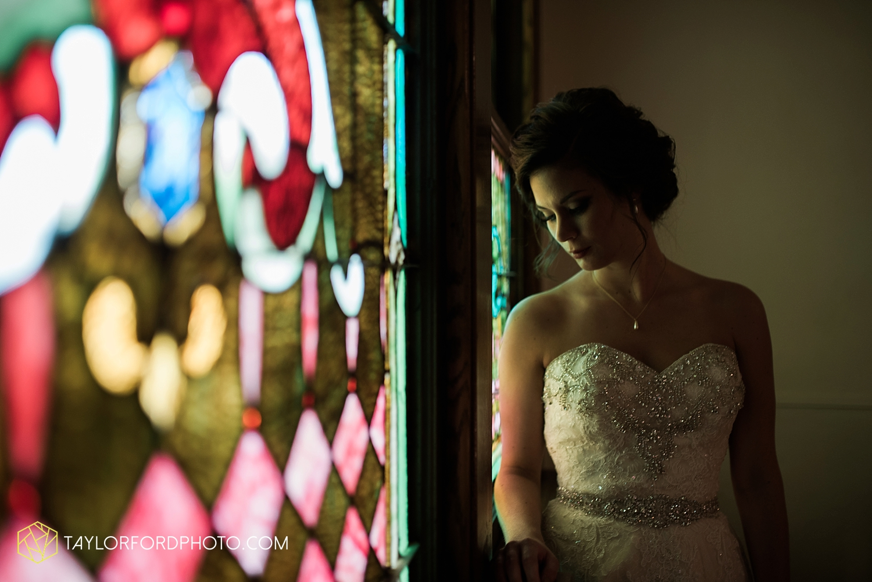 van_wert_ohio_dairy_barn_fairgrounds_fort_wayne_indiana_wedding_photographer_taylor_ford_3255.jpg