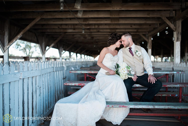 van_wert_ohio_dairy_barn_fairgrounds_fort_wayne_indiana_wedding_photographer_taylor_ford_3258.jpg