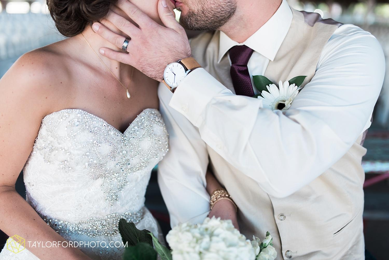 van_wert_ohio_dairy_barn_fairgrounds_fort_wayne_indiana_wedding_photographer_taylor_ford_3259.jpg