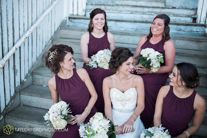 van_wert_ohio_dairy_barn_fairgrounds_fort_wayne_indiana_wedding_photographer_taylor_ford_3261.jpg