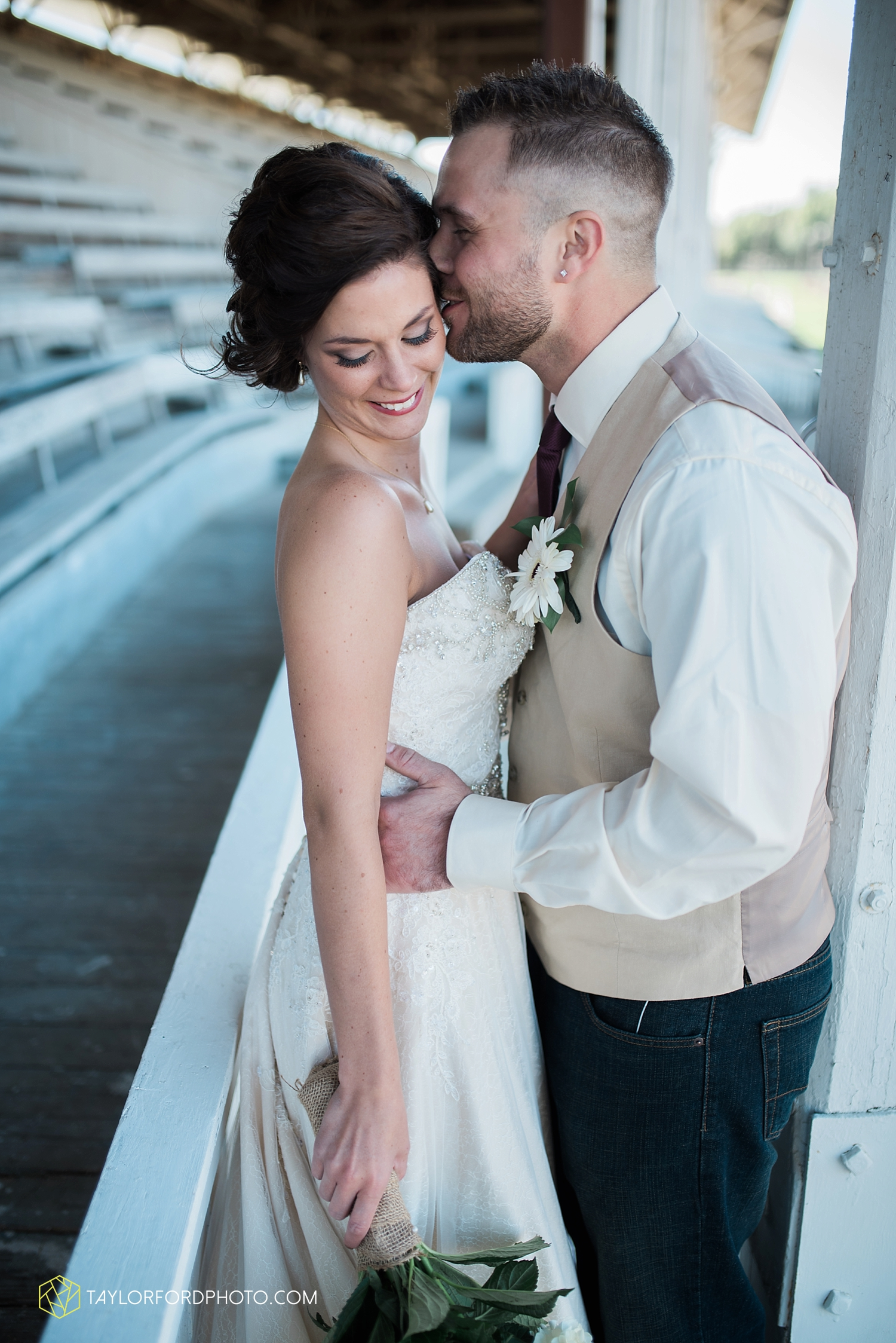 van_wert_ohio_dairy_barn_fairgrounds_fort_wayne_indiana_wedding_photographer_taylor_ford_3270.jpg
