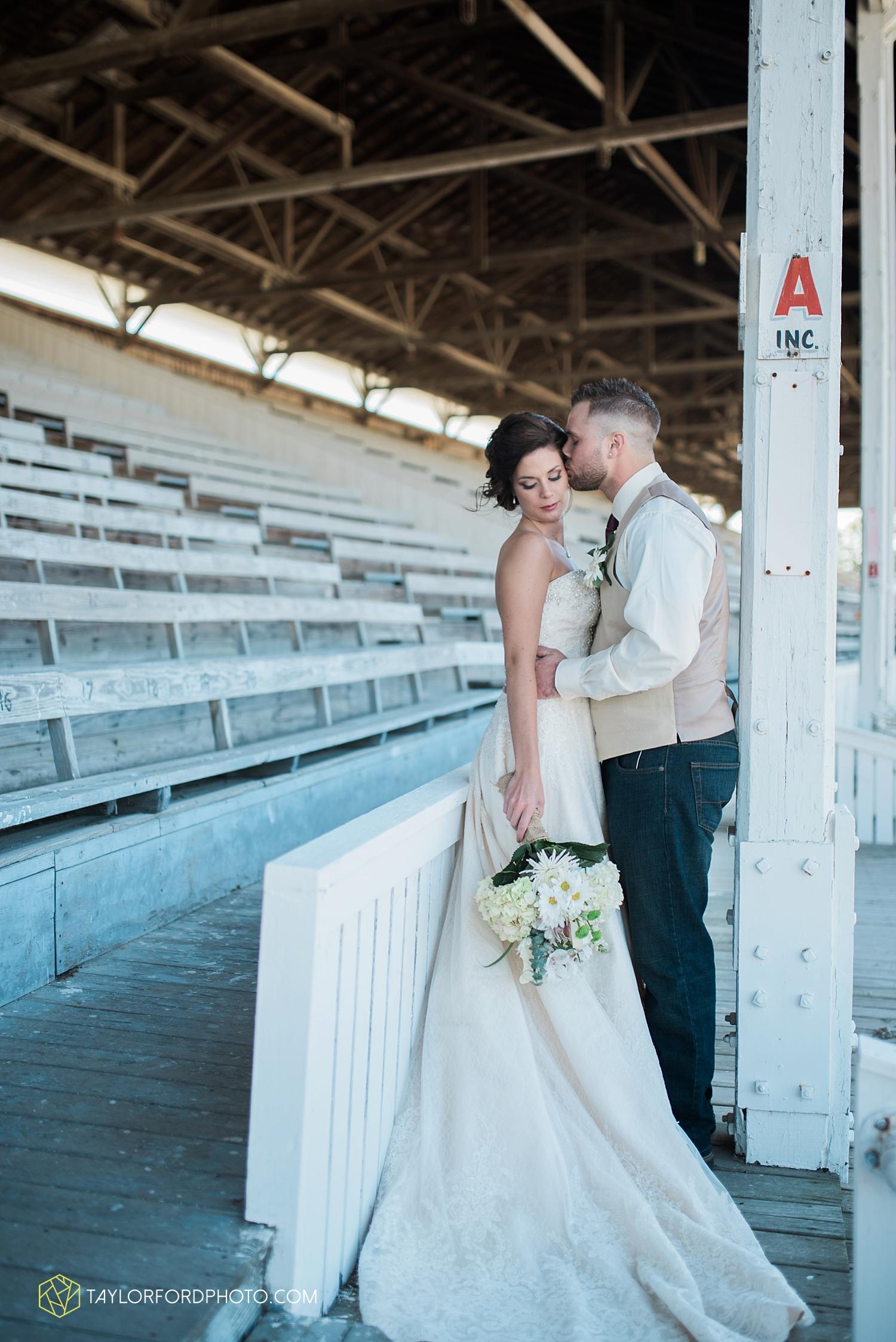 van_wert_ohio_dairy_barn_fairgrounds_fort_wayne_indiana_wedding_photographer_taylor_ford_3271.jpg