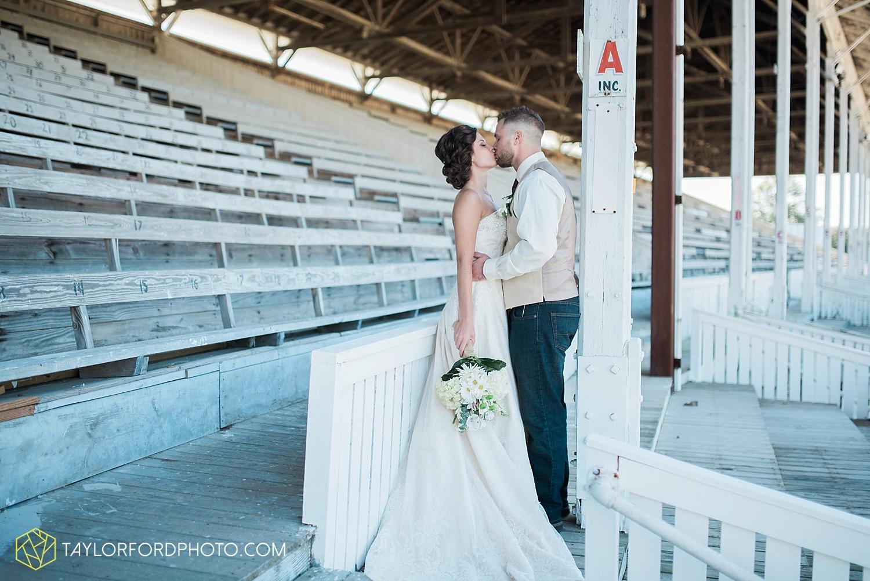 van_wert_ohio_dairy_barn_fairgrounds_fort_wayne_indiana_wedding_photographer_taylor_ford_3272.jpg