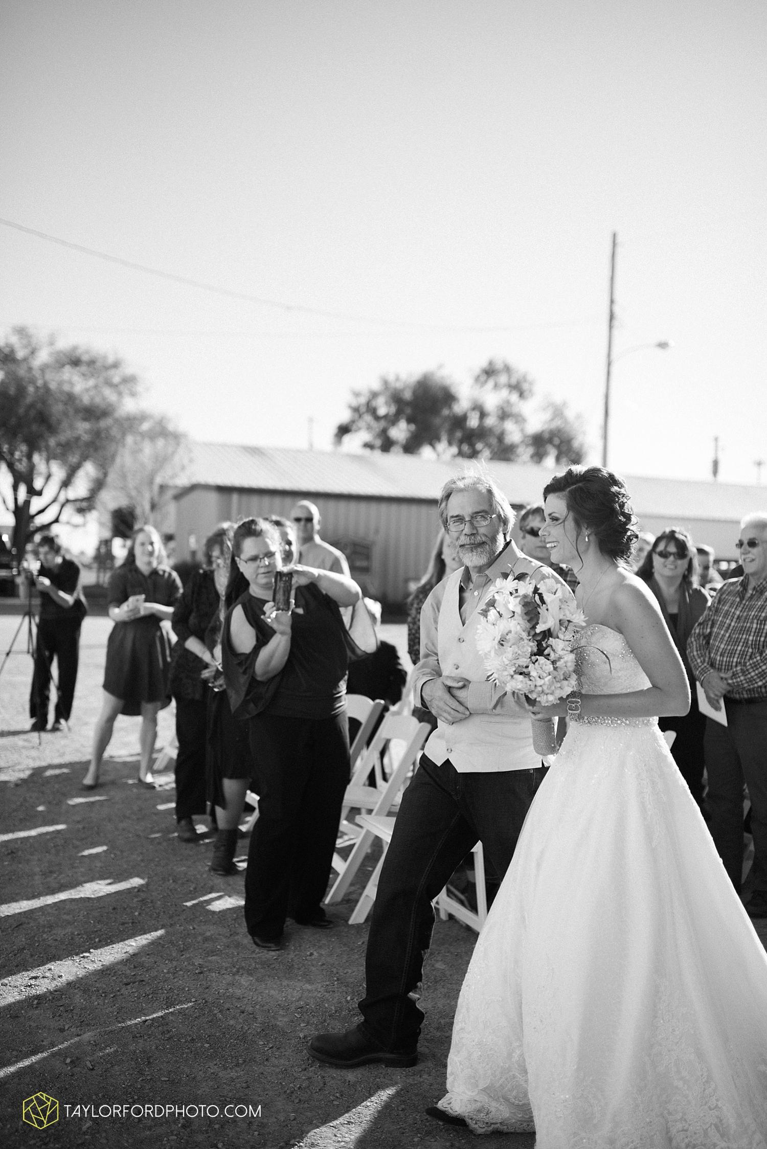 van_wert_ohio_dairy_barn_fairgrounds_fort_wayne_indiana_wedding_photographer_taylor_ford_3322.jpg