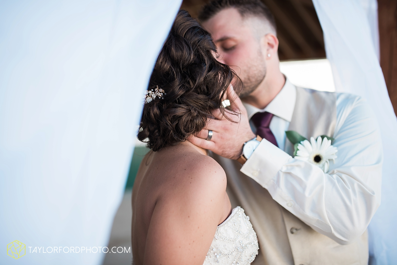 van_wert_ohio_dairy_barn_fairgrounds_fort_wayne_indiana_wedding_photographer_taylor_ford_3326.jpg