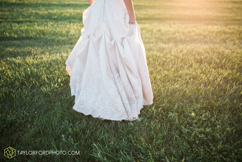 van_wert_ohio_dairy_barn_fairgrounds_fort_wayne_indiana_wedding_photographer_taylor_ford_3328.jpg