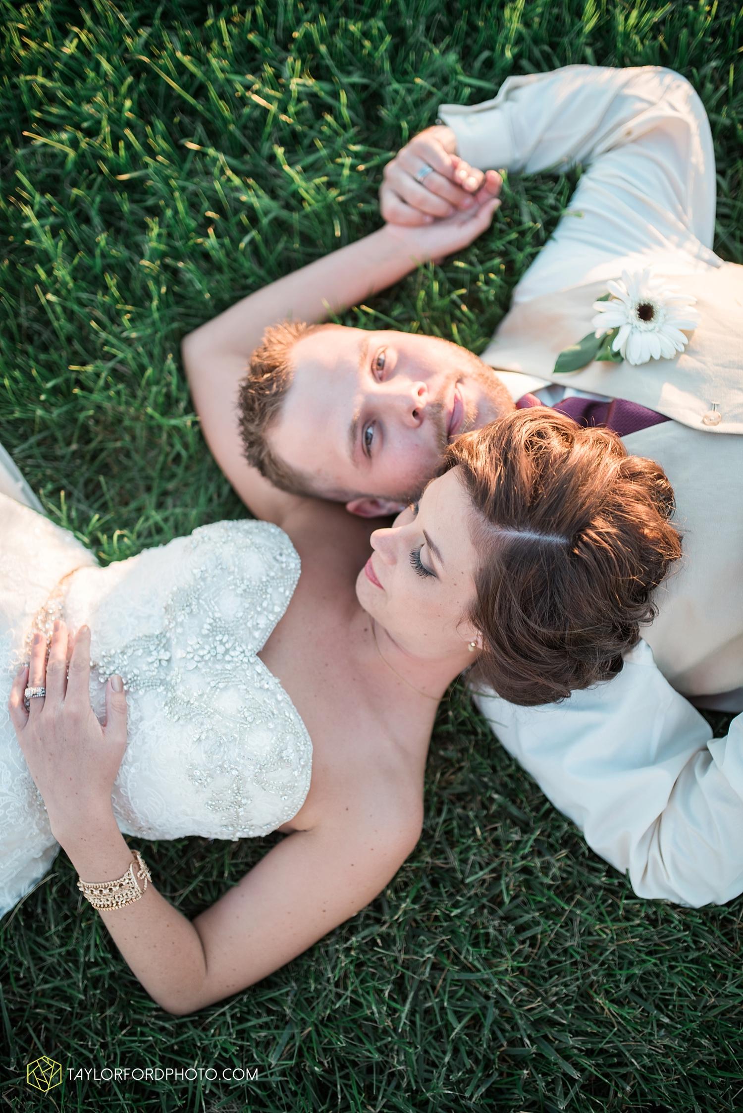 van_wert_ohio_dairy_barn_fairgrounds_fort_wayne_indiana_wedding_photographer_taylor_ford_3329.jpg