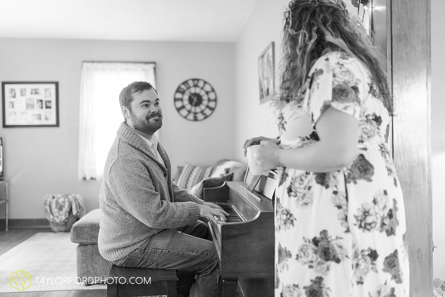 van_wert_ohio_couples_photographer_first_christmas_quincy_and_weston_taylor_ford_0960.jpg