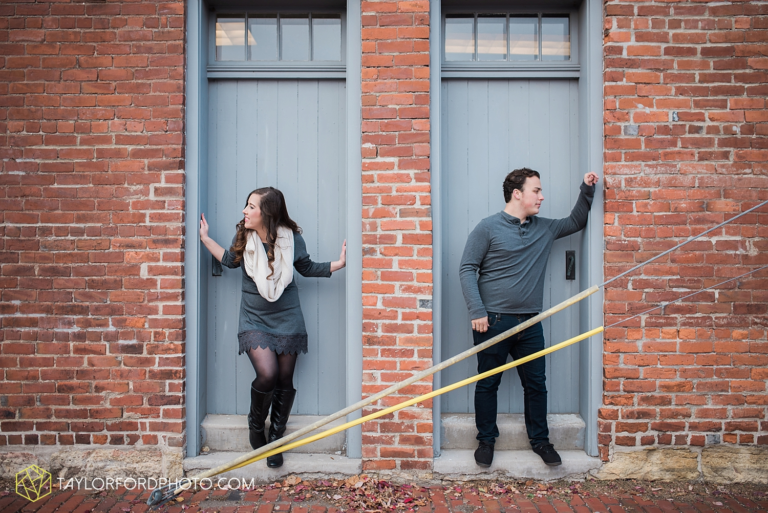 fort_wayne_photographer_lindsay_clint_taylor_ford_engagement_3953.jpg