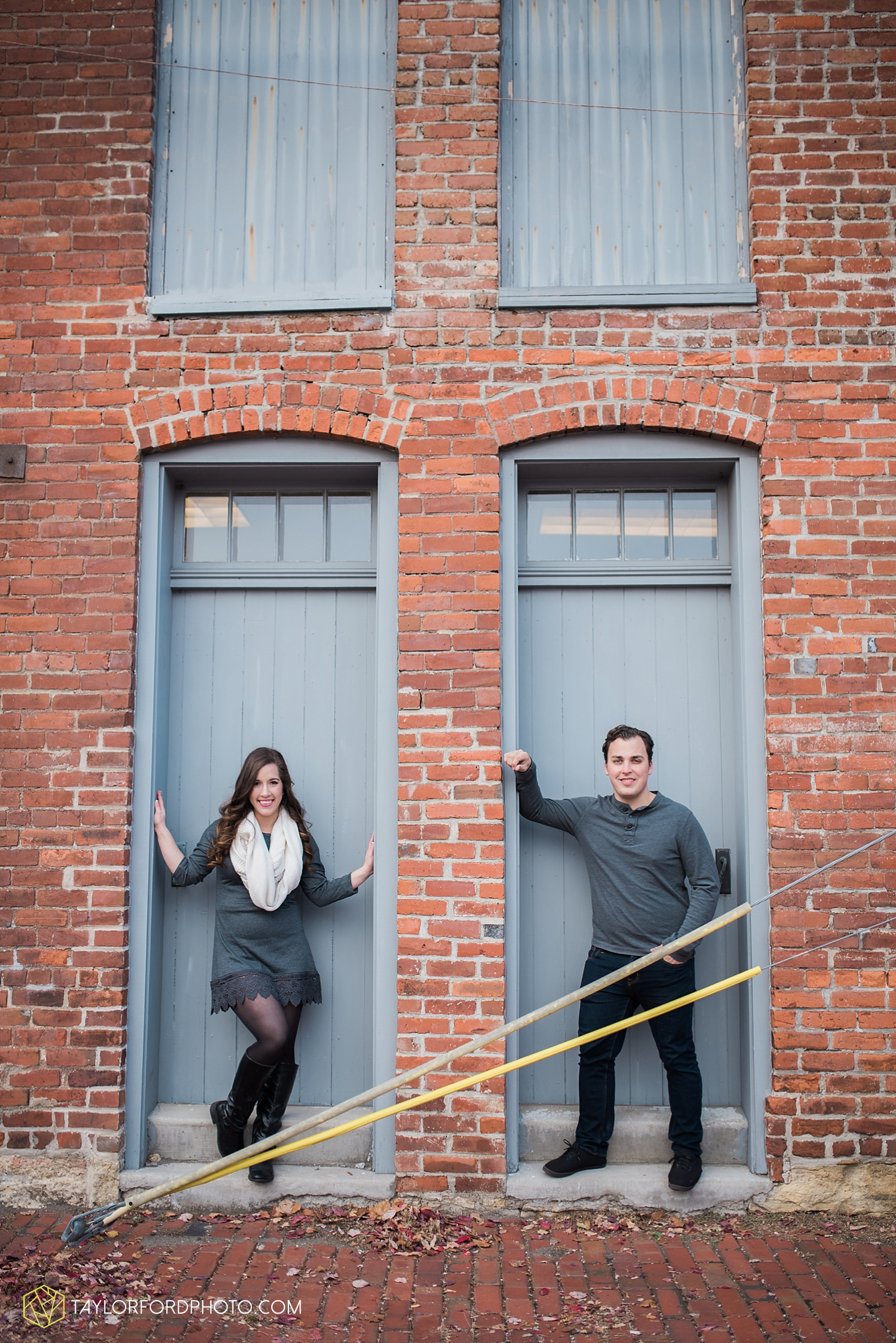 fort_wayne_photographer_lindsay_clint_taylor_ford_engagement_3952.jpg