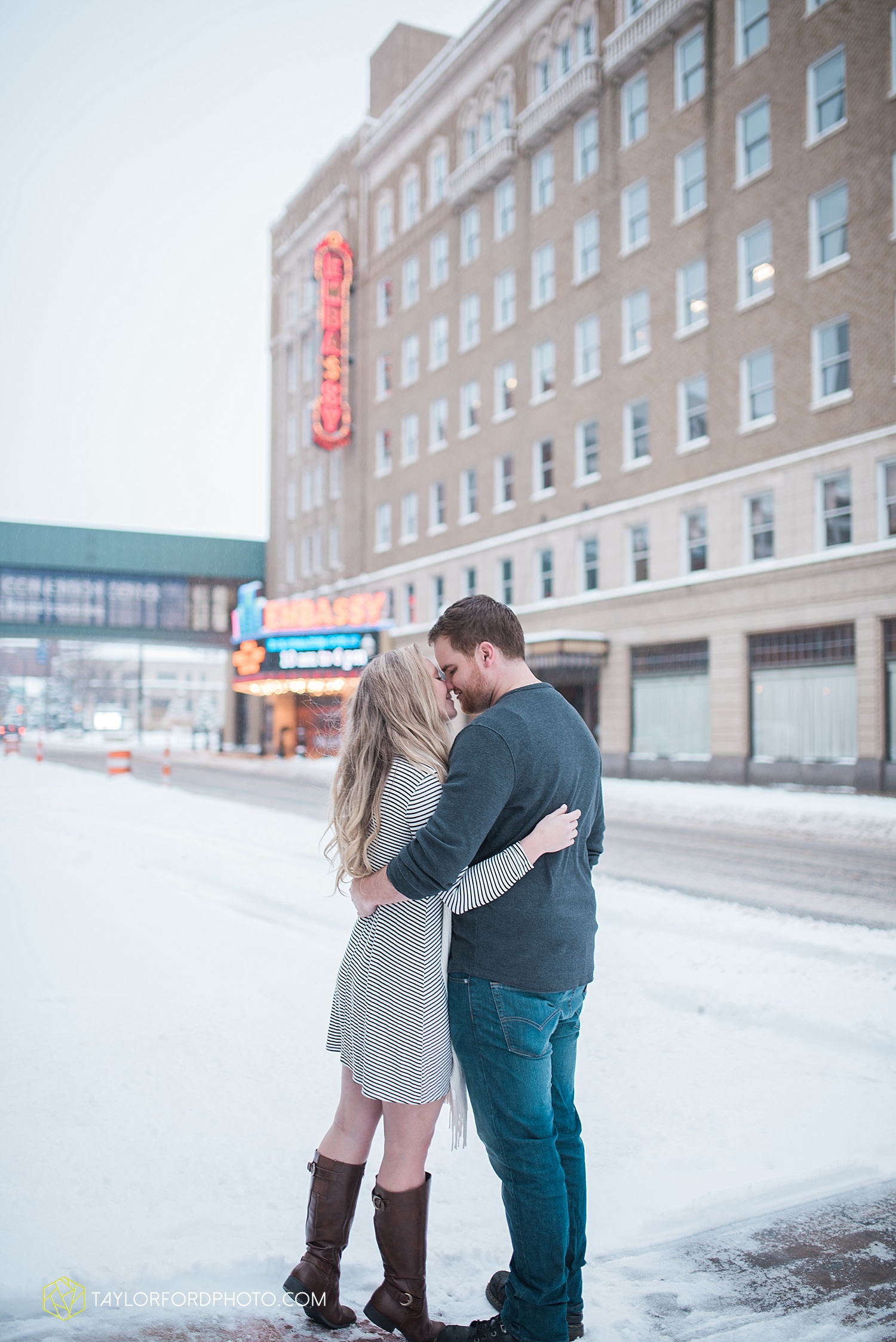fort_wayne_indiana_engagement_photographer_taylor_ford_downtown_1053.jpg