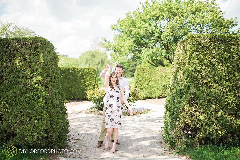 toledo-ohio-engagement-wedding-photographer-taylor-ford-photography-oaks-opening-metro-park-botanical-gardens3.jpg