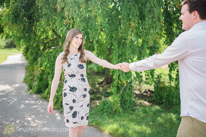 toledo-ohio-engagement-wedding-photographer-taylor-ford-photography-oaks-opening-metro-park-botanical-gardens9.jpg