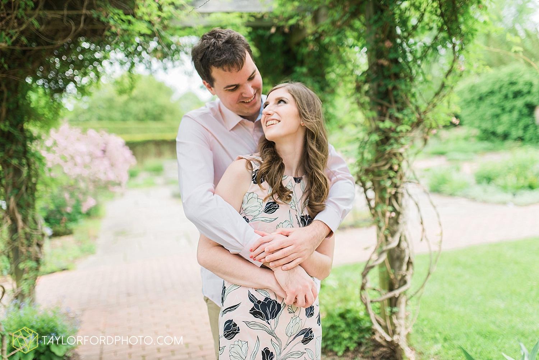 toledo-ohio-engagement-wedding-photographer-taylor-ford-photography-oaks-opening-metro-park-botanical-gardens14.jpg