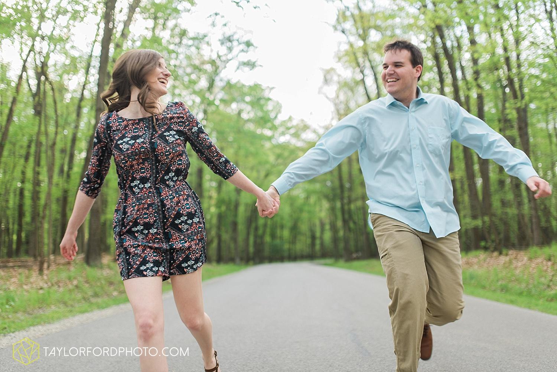 toledo-ohio-engagement-wedding-photographer-taylor-ford-photography-oaks-opening-metro-park-botanical-gardens18.jpg