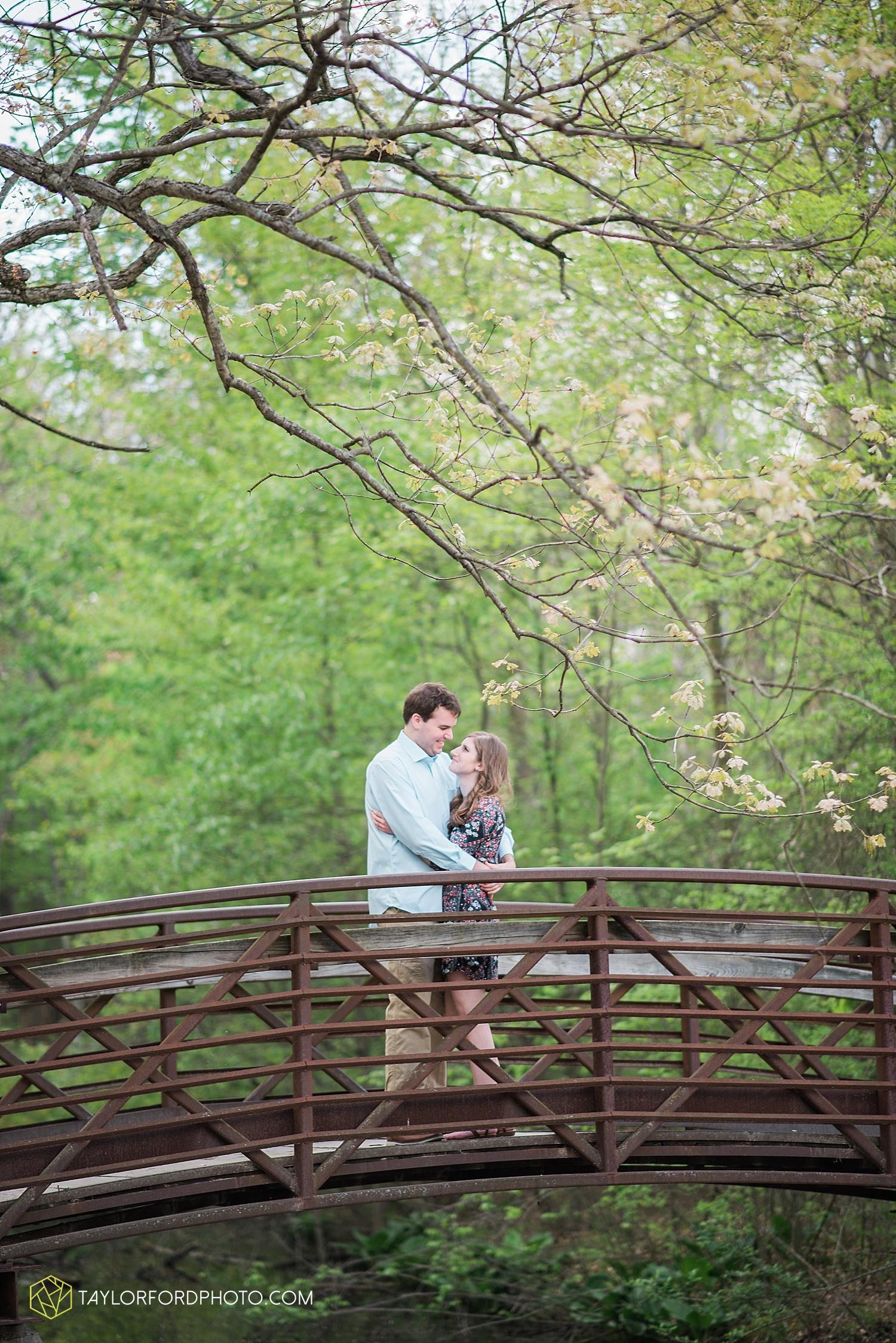 toledo-ohio-engagement-wedding-photographer-taylor-ford-photography-oaks-opening-metro-park-botanical-gardens17.jpg
