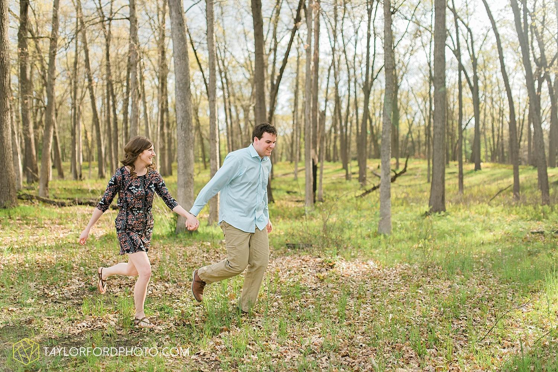 toledo-ohio-engagement-wedding-photographer-taylor-ford-photography-oaks-opening-metro-park-botanical-gardens26.jpg