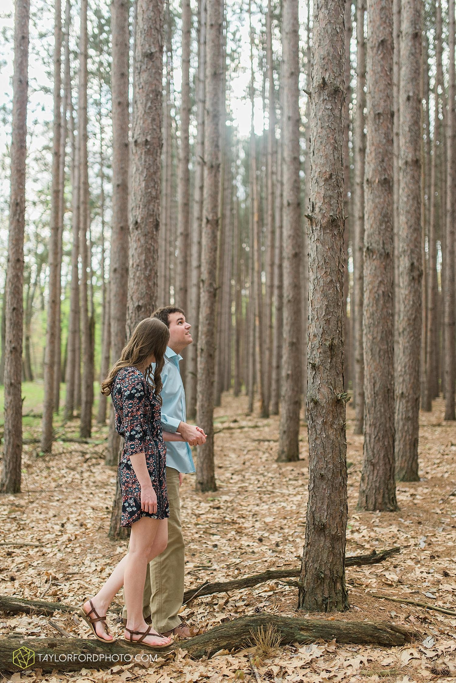 toledo-ohio-engagement-wedding-photographer-taylor-ford-photography-oaks-opening-metro-park-botanical-gardens27.jpg