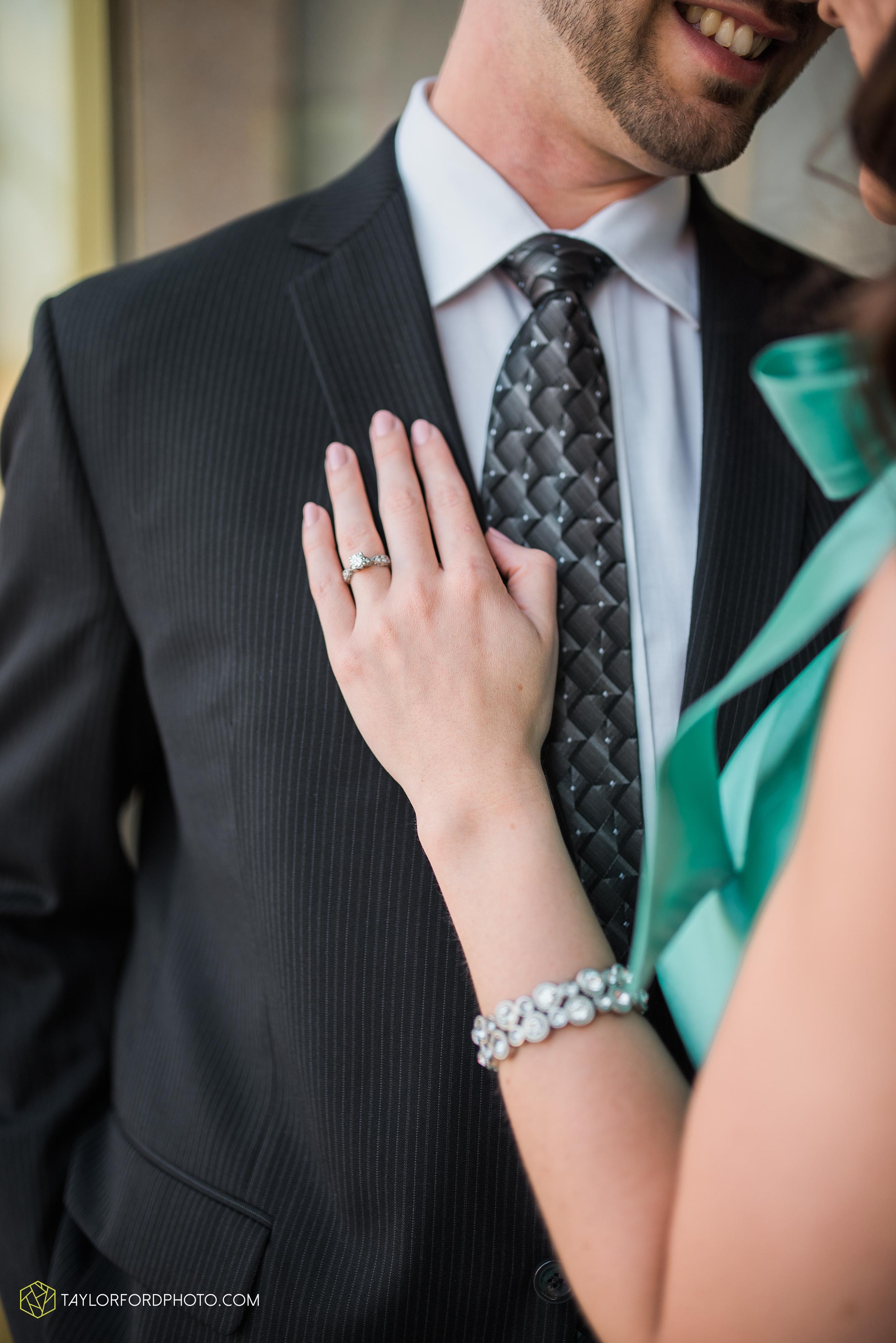 celina-coldwarter-ohio-engagement-wedding-photographer-Taylor-Ford-Photography-Ohio-Indiana_2271.jpg