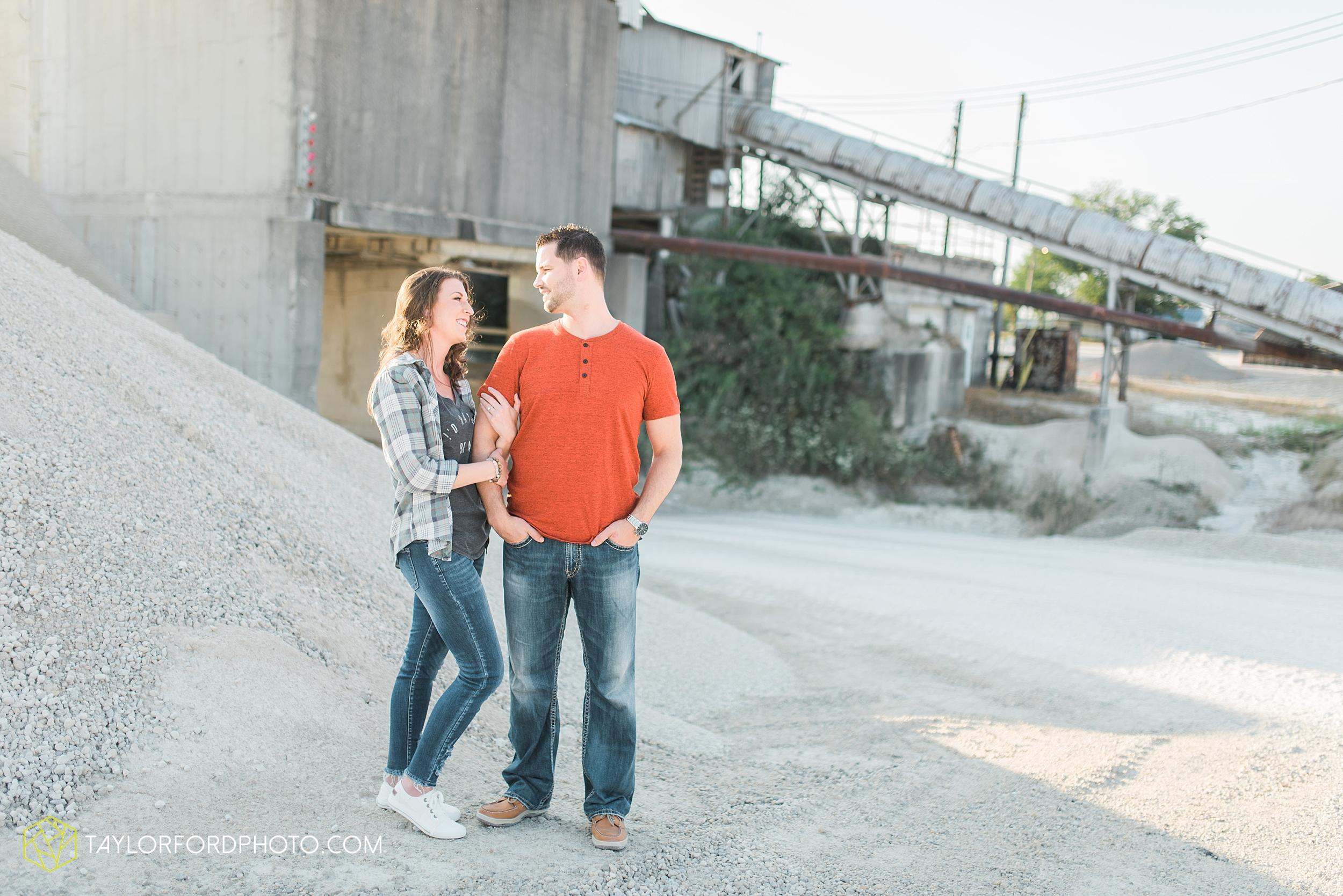 celina-coldwarter-ohio-engagement-wedding-photographer-Taylor-Ford-Photography-Ohio-Indiana_2286.jpg