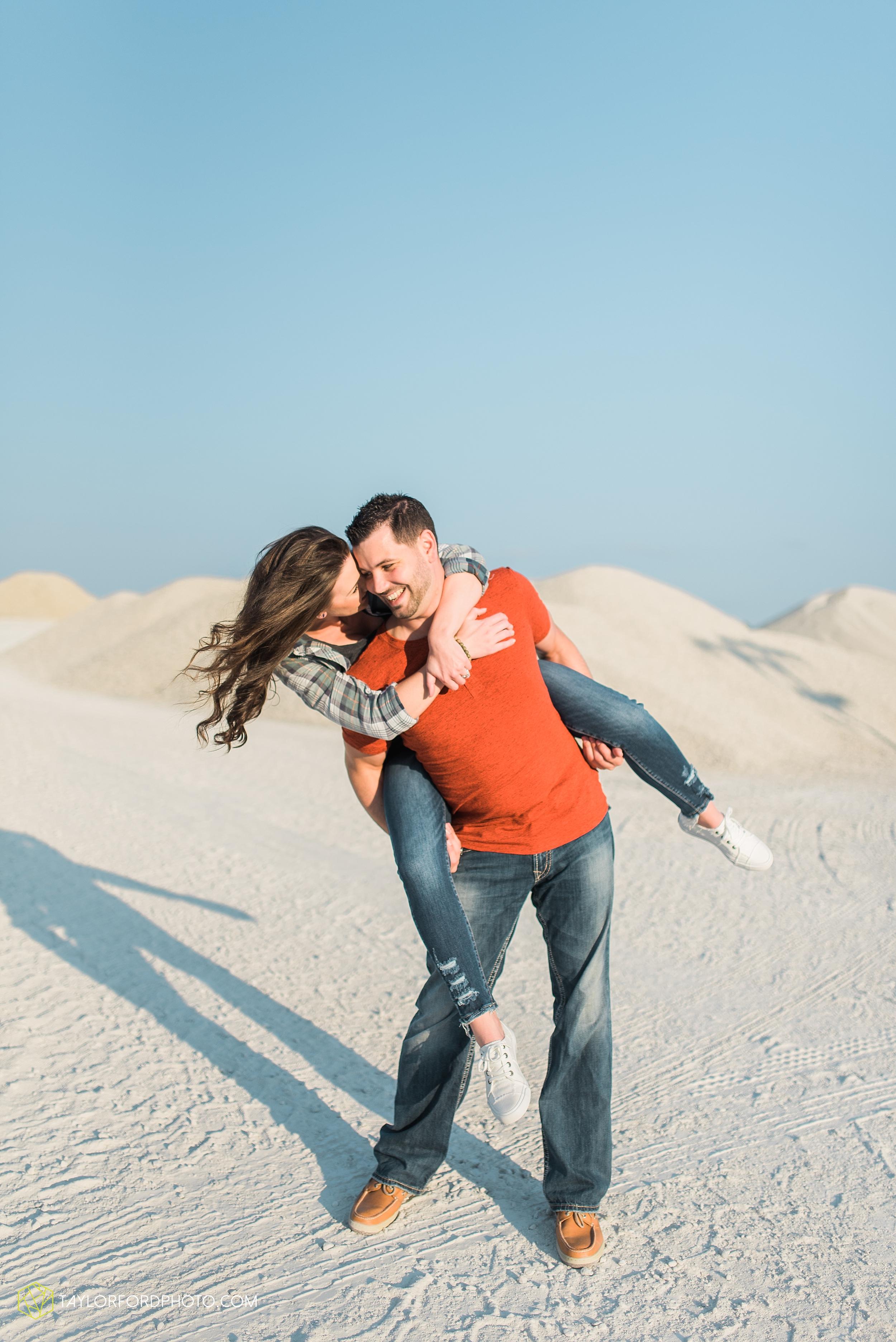 celina-coldwarter-ohio-engagement-wedding-photographer-Taylor-Ford-Photography-Ohio-Indiana_2285.jpg