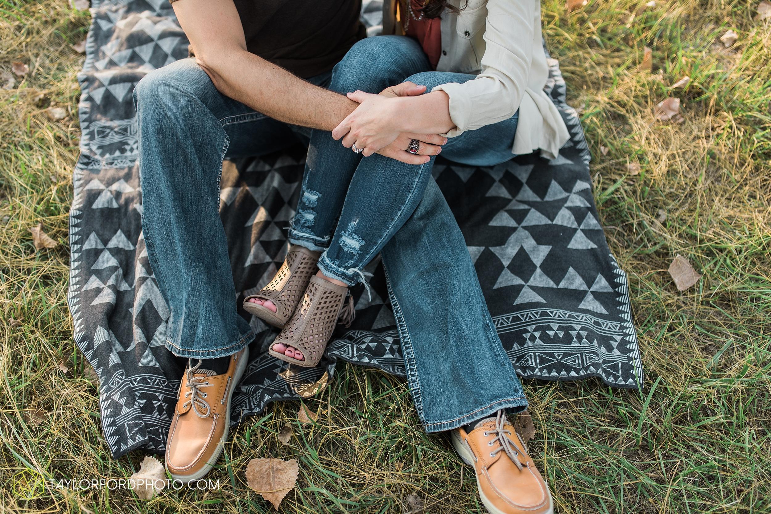 celina-coldwarter-ohio-engagement-wedding-photographer-Taylor-Ford-Photography-Ohio-Indiana_2291.jpg