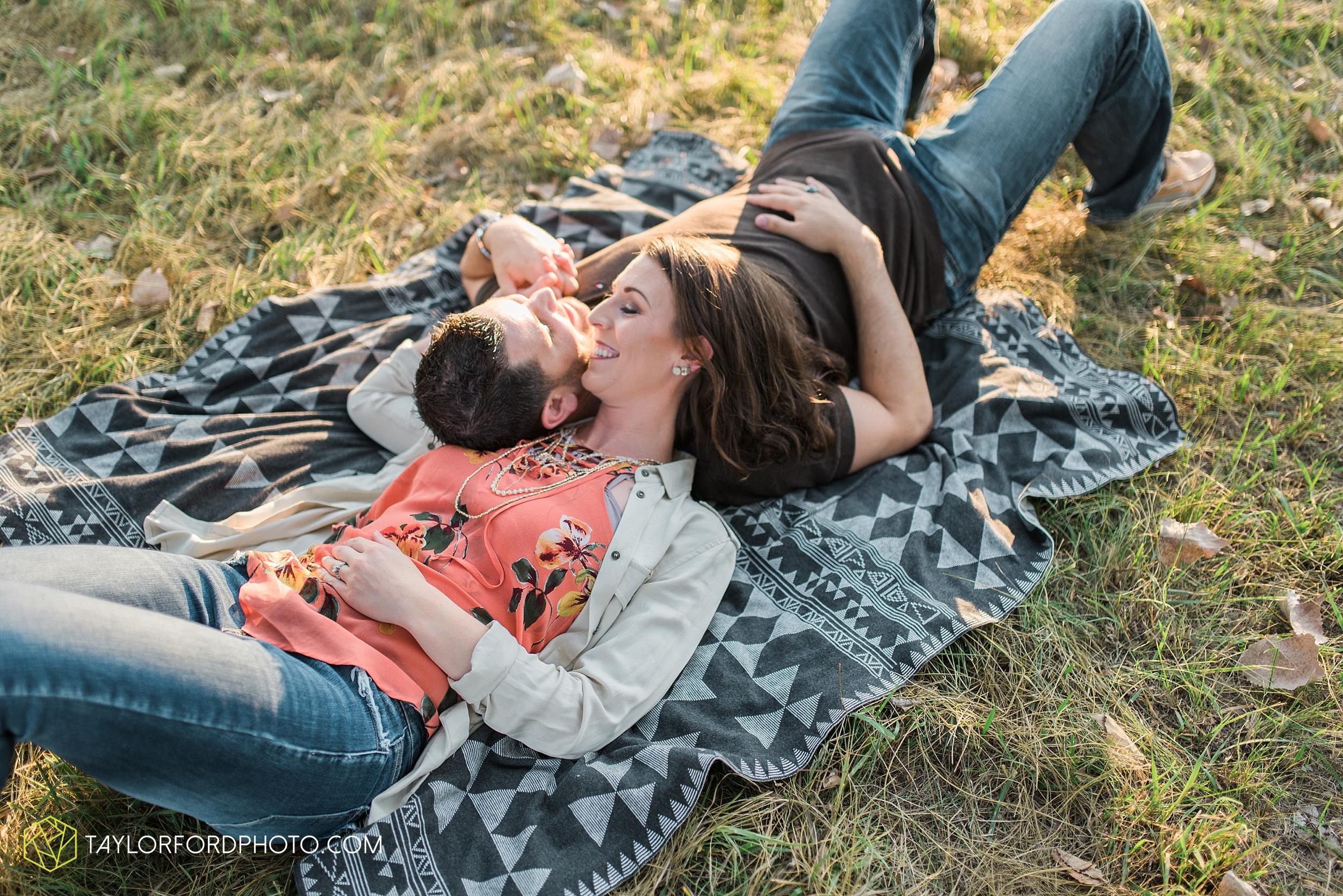 celina-coldwarter-ohio-engagement-wedding-photographer-Taylor-Ford-Photography-Ohio-Indiana_2294.jpg